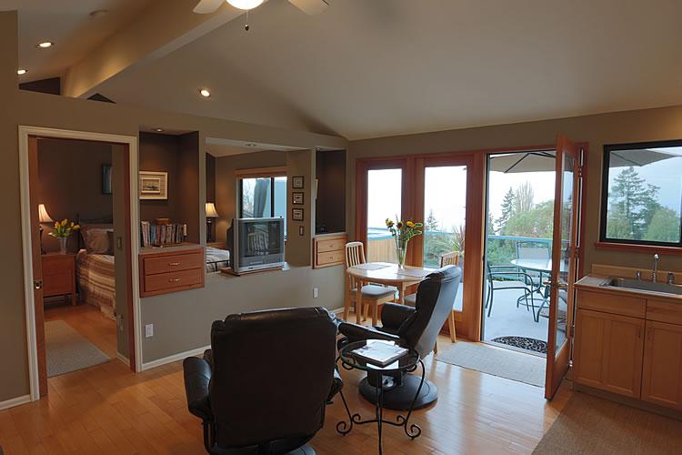 9-cottage-living-room